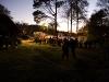 Scoutgården är fylld av scouter och brandmän