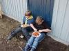 Pontus och Lucas äter spagetti och köttfärssås