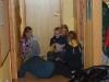 Spårarna sitter i korridoren och pratar om badvett