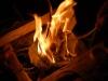 När man väl har fått eld är det enklare att få eld på veden