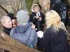 Scouterna får chips med god dip i skogen