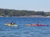 Anders och Elin samlas ute på Koljöfjorden