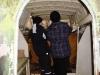 Scouterna inspekterar fågelskådarbåten