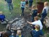 Scouterna bakar pinnbröd för fullt