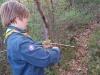 Niclas täljer till sig en ny grillpinne