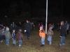 Vi avslutade mötet med att hala flaggan och sjunga scoutsången