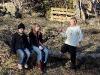 Isabelle, Maja och Simon väntar på att mötet skall starta
