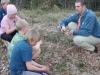 Mattias och scouterna pratar om vad man får och inte får göra med kniven