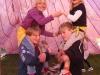 Dans i ett rosa tält